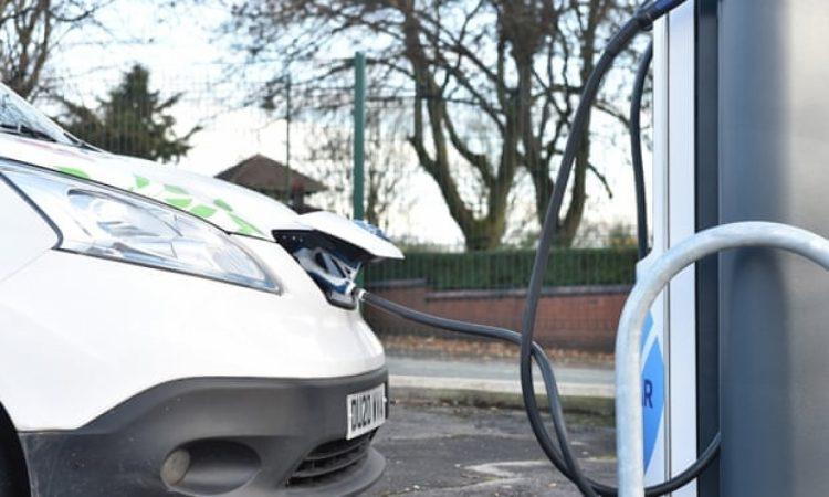 Anh sẽ cấm bán ô tô và xe chạy bằng xăng diesel vào năm 2030
